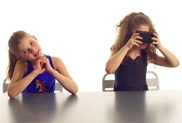איך ילדים מגיבים לטכנולוגיה של פעם: מצלמת פילם