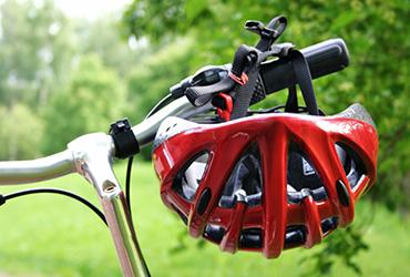 האופניים מוכנים? כך תבחרו גם קסדה לנסיעה בטוחה