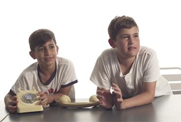 איך ילדים מגיבים לטכנולוגיה של פעם: טלפון חוגה