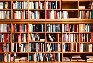 שעת סיפור ליום כיפור: 5 טיפים לעיצוב הספרייה הביתית המושלמת