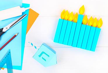 חמש חנוכיות יצירתיות שאפשר להכין עם הילדים