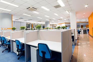 שופכים אור: איך בוחרים תאורה נכונה למשרד?