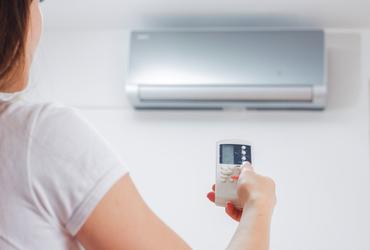 חם, מתחמם, לוהט! 7 טיפים חסכוניים לקירור הבית בקיץ